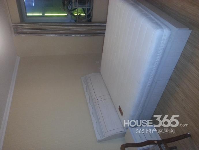 【翠屏东南精装修的房子找人合租可以做饭新空