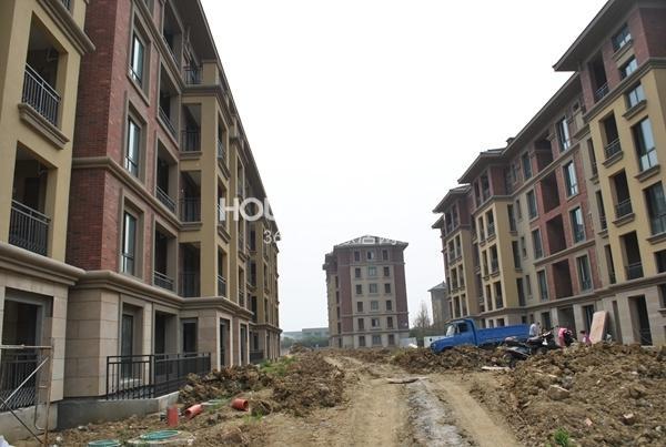 洛城中央御景一期多层实景图(2014.6.12摄)