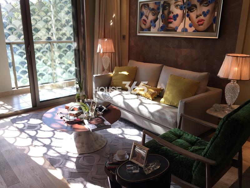 绿地华家池1号a2户型89平样板房——客厅
