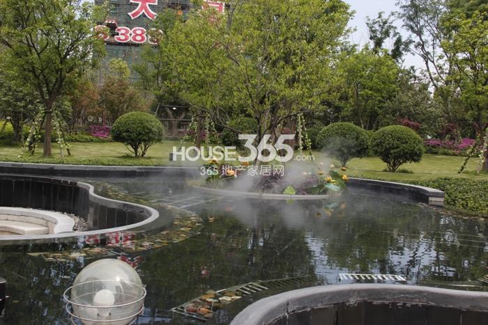 恒大帝景庭院景观实景图 2015年5月摄