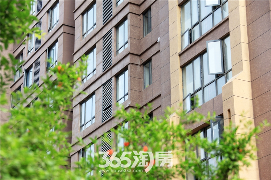 鸿瑞熙龙湾已交付楼幢实景(2015年7月摄)