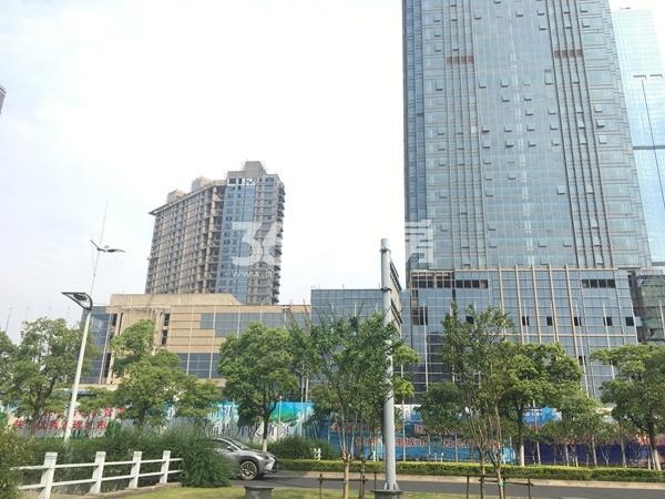 世贸公馆沿街商铺实景图(2017.6 摄)
